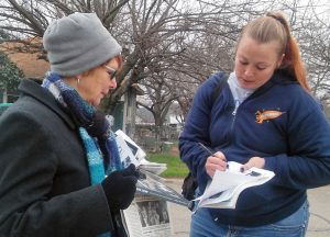 Alyson Kennedy, left, Socialist Workers Party 2020 presidential candidate, discusses SWP's working-class campaign with Valero station worker Carol Ortega in Joshua, Texas, Feb. 4.