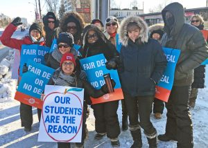 Four teachers unions and their supporters organized picketing in Toronto Jan. 20 as part of rotating strikes across Ontario against the provincial government's attempt to cut school funding.
