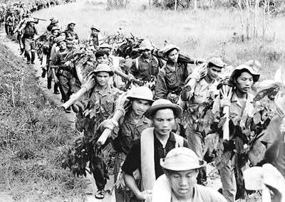 """Vietnam 1966-67: National Liberation Front combatants prepare for battle during U.S. imperialist war. Revolutionary Cuba called on Beijing and Moscow to put aside factional interests and rally world support for freedom struggle. """"Create two, three ... many Vietnams!"""" must be our watchword, said Che Guevara."""
