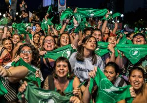 Tens of thousands march Feb. 19 in Buenos Aires for legalization of abortion in Argentina. Young women lead campaign for right to choose and play key role in building support.