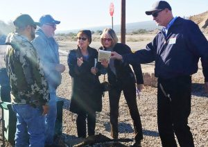 From left, Asarco strikers Reuben Barragan, Raul Duarte; SWP presidential candidate Alyson Kennedy, Leslie Dork, SWP candidate Dennis Richter at Hayden, Arizona, picket line, compare Asarco fight with 2003-05 strike that Kennedy participated in at the Co-Op coal mine in Utah.