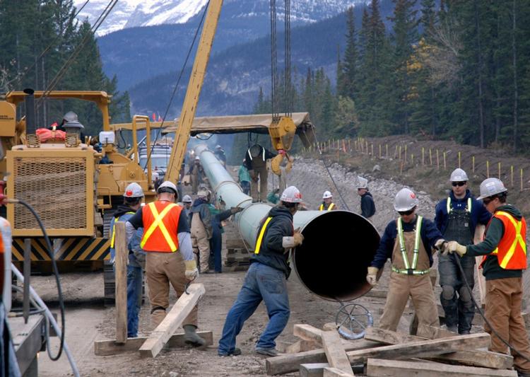 Construction du pipeline de la Coastal GasLink pour transporter le gaz naturel de l'Alberta vers un port de la Colombie-Britannique. La plupart des Autochtones le long du pipeline appuient le projet pour les emplois qu'il créera.