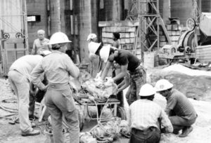 Volunteer workers build new apartment building in Havana, January 1988. Fidel Castro said renewal of widespread voluntary labor, originally advocated by Che Guevara, achieved what state bureaucrats said was impossible — building 20,000 new housing units in the capital.