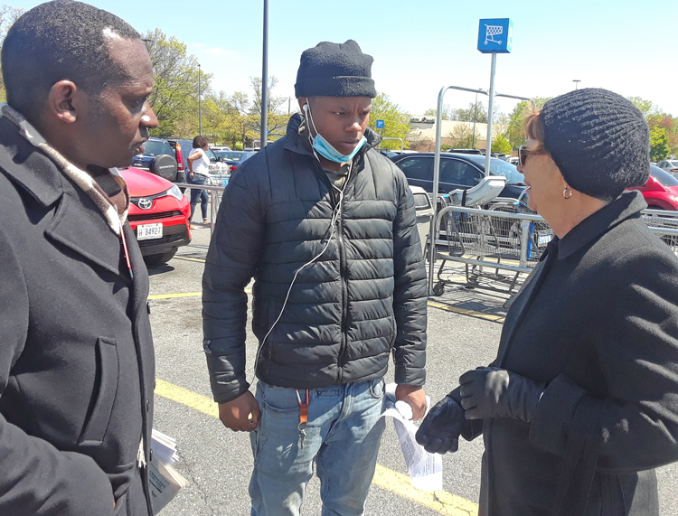 """SWP candidates Malcolm Jarrett and Alyson Kennedy with Walmart worker Carlos Branch, center, in Washington, D.C. """"Workers need to organize to defend themselves,"""" Kennedy said."""