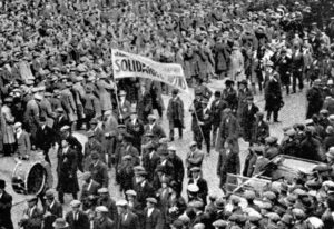 "Transit workers march in Manchester, England, during 1926 British general strike. Leon Trotsky explains the rise of ""unparalleled class battles"" in the U.K. before and after first World War, as British imperialism declined in relation to its rivals in Berlin and especially Washington."