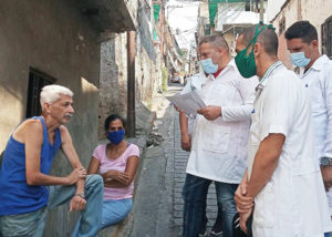 Cuban doctors in April visit working people in their homes in Petare neighborhood in Caracas, Venezuela's capital, examining them for symptoms of COVID-19. Washington's hatred for the Maduro government in Venezuela is tied to its political and economic relations with Cuba.
