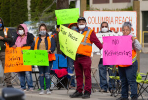 May 14 strike picket at Columbia Reach Pack fruit processing in Yakima, Washington. Workers at 6 plants are demanding 40-hour workweek, clean water, wage increase and job safety.