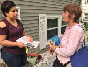 Naomi Craine, right, SWP candidate for US Senate, talks with Riquel Salas in Rochelle, Illinois. In two hours campaigners sold seven Militant subscriptions and 12 books in nearby trailer park, reflecting interest in how the party organizes solidarity with workers' struggles.