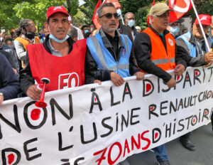 "Renault workers lead 1,000 autoworkers and their supporters in June 6 march to plant that bosses say they want to shutter. Lead banner says, ""No to the closing of the Renault-Choisy factory after 70 years of existence."" Workers chanted, ""We won't move! Renault-Choisy is ours!"""