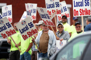 Inicio de huelga en astillero, 22 de junio. El 25 de julio habrá un mitin de apoyo en Bath, Maine.