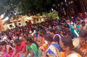 Since June 6 hundreds of Indian women garment workers have blocked entrance of Euro Clothing Company in Srirangapatna, demanding the reinstatement of 1,300 sacked workers.
