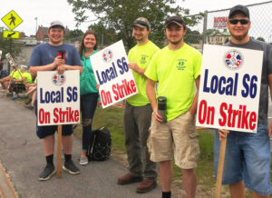 Picket line near entrance to Bath Iron Works in Maine July 3. Bosses want to scuttle seniority rights, step up use of nonunion subcontractors in attack on union, conditions on the job.