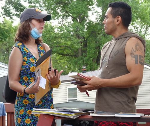 SWP campaigner Kaitlin Estill with cabinet factory worker Angel Hernandez in Glencoe, Minnesota.