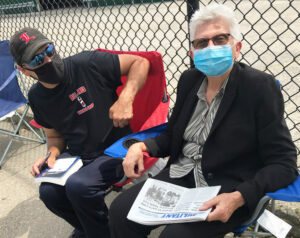 Maggie Trowe, Socialist Workers Party candidate for U.S. Senate from Kentucky, visits picket line of members of Teamsters Local 89 on strike at DSI Tunneling, in Louisville Aug. 21.