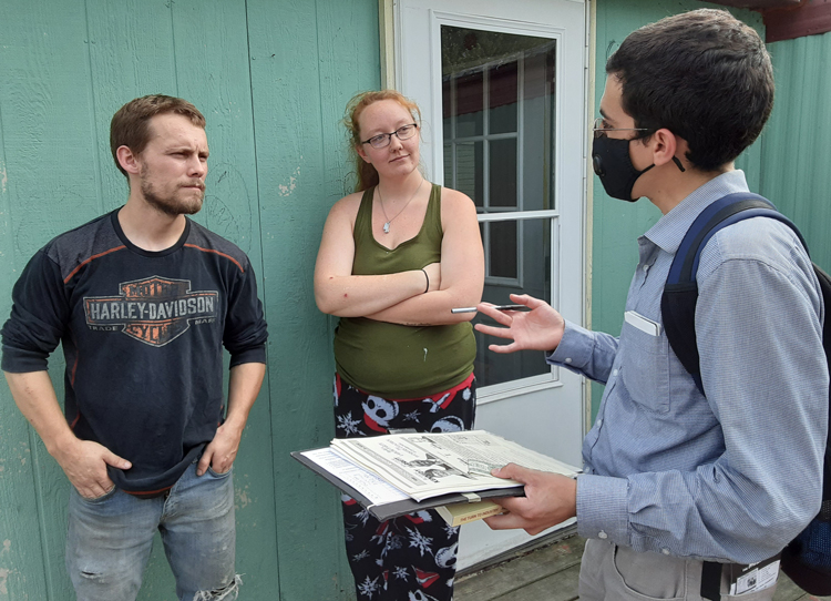 "Militant/Jacquie Henderson From left, Anthony Stark, Shania Paulson and Socialist Workers Party campaigner Sergio Zambrana discuss campaign in Hutchinson, Minnesota. When Zambrana told them the party explains need to fight for workers control of production, Stark, a welder, said, ""Workers on the job know what is unsafe and can work together to fix it."" Stark and Paulson both signed to put SWP on the ballot."