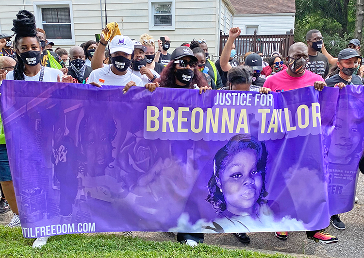 Several hundred people march in Louisville, Kentucky, Aug. 25, calling for prosecution of cops who killed Breonna Taylor March 13. Actions like these point to need for disciplined mass protests as only way to draw in broad social forces needed to put cops on trial for brutality.