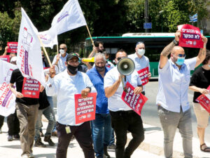Jewish and Arab bus drivers demand better work conditions in Jerusalem in July. Recognition of Israel and a sovereign Palestinian state would open door to advancing workers' interests.