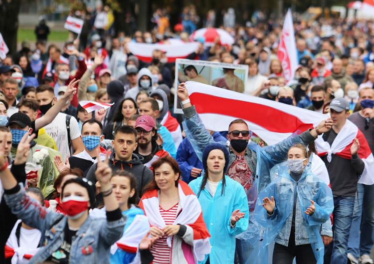 Protesta 27 de sept. en Minsk exige renuncia del régimen represivo de Alexander Lukashenko.