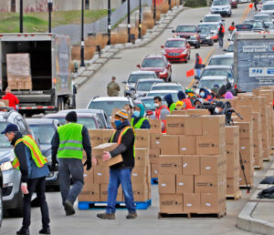 Food banks, like Pittsburgh Community Food Bank volunteers, above, have been overwhelmed as exploding unemployment, cuts in gov't aid, put workers against the wall. Socialist Workers Party campaign backs workers' struggles to defend jobs, wages, safe working conditions.