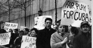 United actions have been at center of Socialist Workers Party's defense of Cuban Revolution for six decades. Above, April 15, 1961, picket at U.N. called by Fair Play for Cuba Committee, which organized in U.S. and Canada to halt attacks on Cuba. Inset, SWP leader Mary-Alice Waters, right, and party's 2008 presidential candidate Róger Calero carry banner in September 2008 march to free Cuban 5 in Washington, D.C. Also participating were IFCO/Pastors for Peace, National Network on Cuba, Party for Socialism and Liberation, Green Party, D.C. Metro Committee to Free the Five and others.