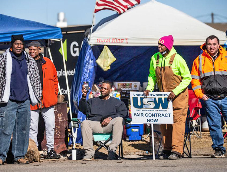 Some 400 workers in United Steelworkers Local 200 ended four-week strike at Constellium plant in Muscle Shoals, Alabama, Jan. 11, pushing back bosses' attacks on conditions, seniority.