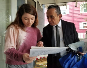 Gerardo Sánchez, SWP candidate for Dallas City Council, talks with Valerie Pinales Jan. 20 on her doorstep about the party's program. She signed the petition to put the party on the ballot.