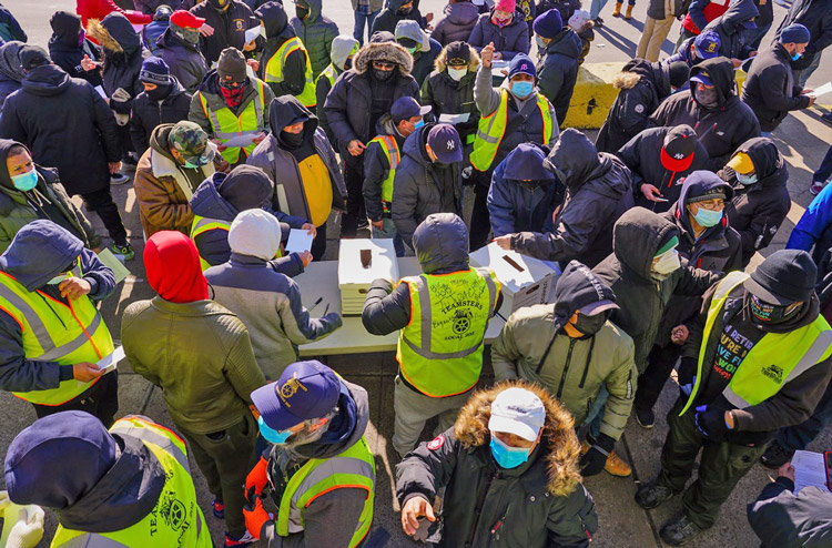 More than 1,000 Teamsters union members at New York's Hunts Point Produce Market vote overwhelmingly to approve new contract Jan. 23, after one-week strike won wage increase.