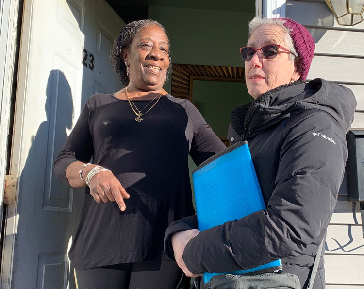 "Beverly Scott, left, met Joanne Kuniansky, Socialist Workers Party candidate for governor in New Jersey, Jan. 10. Looking over the Militant, she said, ""That's what I'm for — labor."""