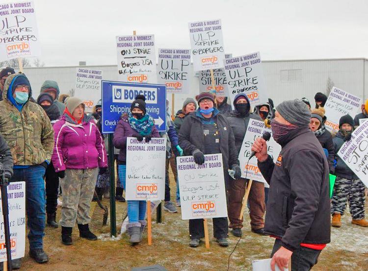 Línea de piquetes en planta de partes de autos Borgers USA en Norwalk, Ohio, enero 27. Obreros salieron en huelga el 21 de enero en lucha por salarios, beneficios y derecho a unión.