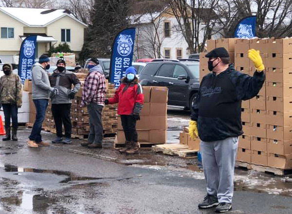 Members of Teamsters Local 120 locked out by Marathon oil refinery bosses in St. Paul Park, Minnesota, since Jan. 22, are fighting for safe working conditions and an end to subcontracting. Local members, above, provide food donations Jan. 30-31 in solidarity with area families.