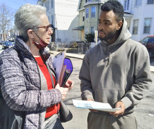"""Workers need to fight for jobs, not rely on government 'stimulus,'"" Joanne Kuniansky, Socialist Workers Party candidate for governor of New Jersey, told Jamel Perry, a musician, in Irvington March 20. Perry said, ""This is just hush money to try and pacify us."""