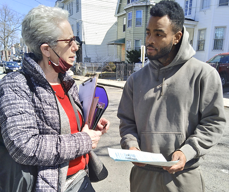 """""""Workers need to fight for jobs, not rely on government 'stimulus,'"""" Joanne Kuniansky, Socialist Workers Party candidate for governor of New Jersey, told Jamel Perry, a musician, in Irvington March 20. Perry said, """"This is just hush money to try and pacify us."""""""