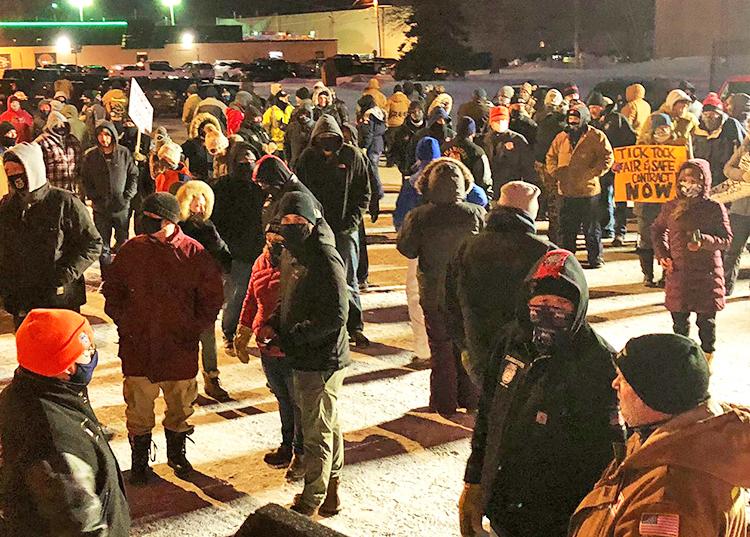 Protesta febrero 4 en apoyo de miembros del sindicato Teamsters en cierre patronal de Marathon Petroleum en St. Paul Park, Minnesota. Luchan por seguridad y protecciones sindicales.
