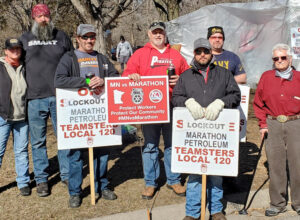 Workers from Nebraska brought solidarity to locked-out Marathon refinery workers in St. Paul Park, Minnesota, March 13. At left, Diane Dormer and railroad conductor Lance Anton. At right, Joe Swanson, Socialist Workers Party candidate for Lincoln, Nebraska, City Council.