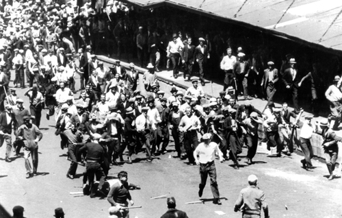 Workers successfully fend off cop attack during 1934 Teamsters strike that made Minneapolis a union town and began Midwest industrial union drive.