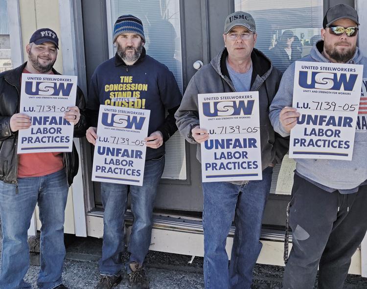 Línea de piquetes 30 de marzo en Washington, Pensilvania, primer día de huelga contra ATI. No han tenido aumento desde 2014, enfrentan eliminación de puestos y tasas salariales divisorias.
