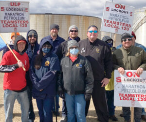United Auto Workers Local 722 members from Hudson, Wisconsin, join locked-out Marathon refinery workers' picket line March 28 in St. Paul Park, Minnesota. Steve Frisque, third from right, president of Local 722, sent solidarity message below.