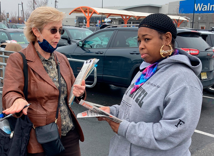 Candace Wagner, SWP candidate for New Jersey lieutenant governor, speaks with Shanice Williams March 28. Williams, a postal worker, signed to put Socialist Workers Party on ballot.