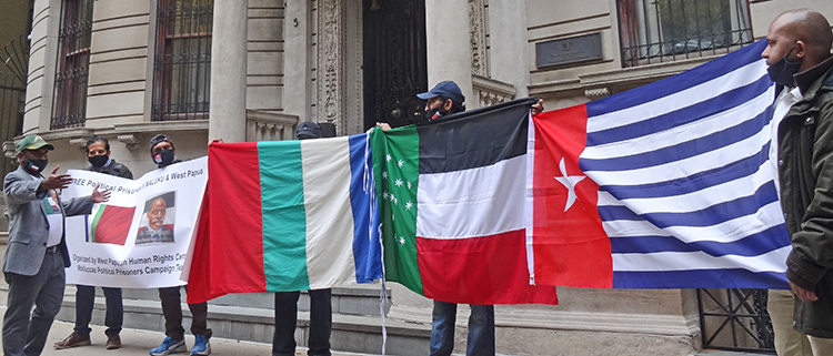 Picket supporting independence for West Papua outside Indonesian Consulate in New York, Oct. 23. Morning Star flag of an independent West Papua, first raised in 1961, is on right. Flag of national rights struggle in Moluccas is third from right.