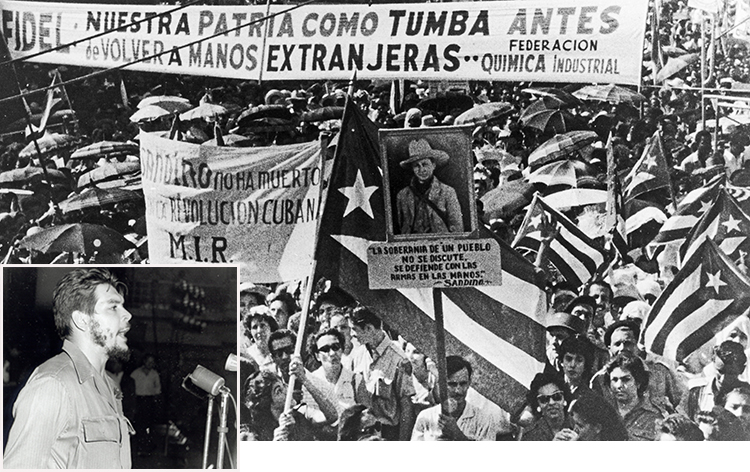 Ci-dessus, des travailleurs se rassemblement à La Havane en 1960 pour exiger que les propriétés des impérialistes soient nationalisées. En bas à gauche, le 28 juillet 1960, Che Guevara prend la parole devant le premier Congrès de la jeunesse latino-américaine à La Havane. « Si cette révolution est marxiste, a-t-il dit, c'est parce qu'elle a découvert, par ses propres moyens, la voie tracée par Marx. »