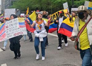 Más de 1,500 personas marcharon en Chicago el 8 de mayo para protestar contra represión del gobierno a masivas protestas en Colombia contra ley tributaria.