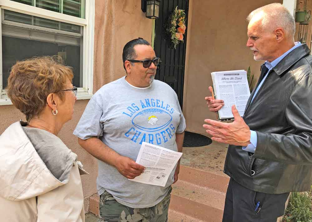 Dennis Richter, right, Socialist Workers Party candidate for governor of California, and campaign supporter Alyson Kennedy talk to Long Beach port worker Javier Marquez May 16. Marquez got Teamster Rebellion to learn how revolutionary-minded unionists fought in 1930s.