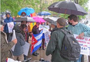 """La Revolución Cubana muestra que hay una alternativa a la """"sociedad capitalista en que vivimos"""" dijo el reverendo Luis Barrios en caravana en Nueva York, mayo 30, una de 70 realizadas contra el embargo de EUA contra Cuba. La próxima caravana está programada para el 20 de junio."""