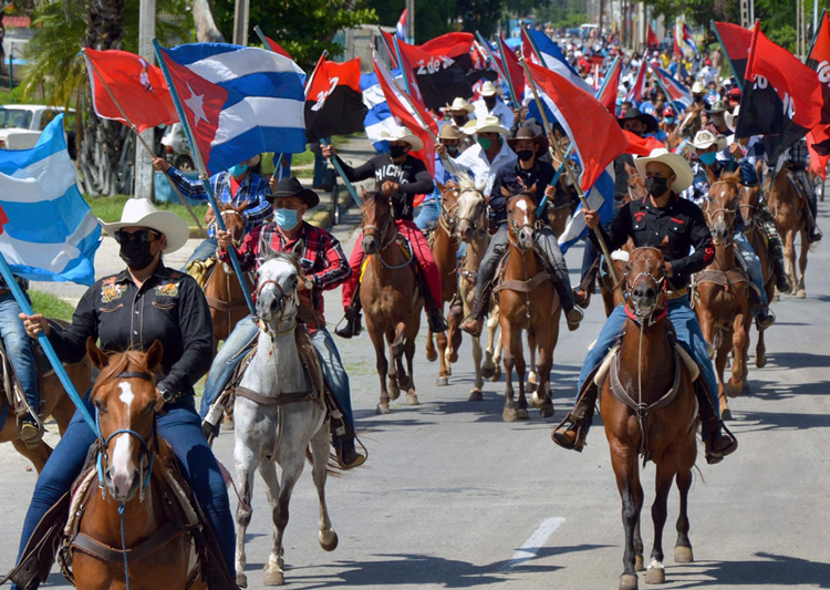 Havana, caravan of 2,000 against U.S. economic war on Cuba included participants on horseback, skates, bicycles and in motor vehicles.