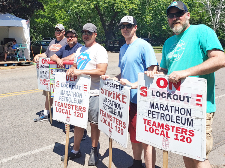 Members of Teamsters Local 120 picket at entrance to Marathon Petroleum refinery in St. Paul Park, Minnesota, June 2. Company locked them out Jan. 22 after one-day strike. Workers say the central issue is safety for both the workers and the surrounding community.