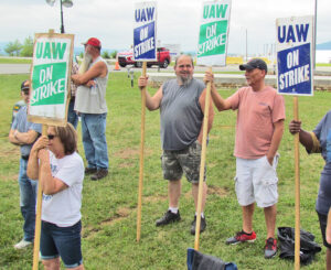 Picket at Volvo truck factory in Dublin, Virginia, June 13. UAW members had ended strike April 30, then rejected boss proposals twice by 90%. They went back out on strike June 7.