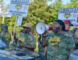 Striking miners at expanded picket at entrance to Warrior Met Coal No. 7 mine June 15 where company is using scabs. This is first union contract strike battle in Alabama mine since 1980s.