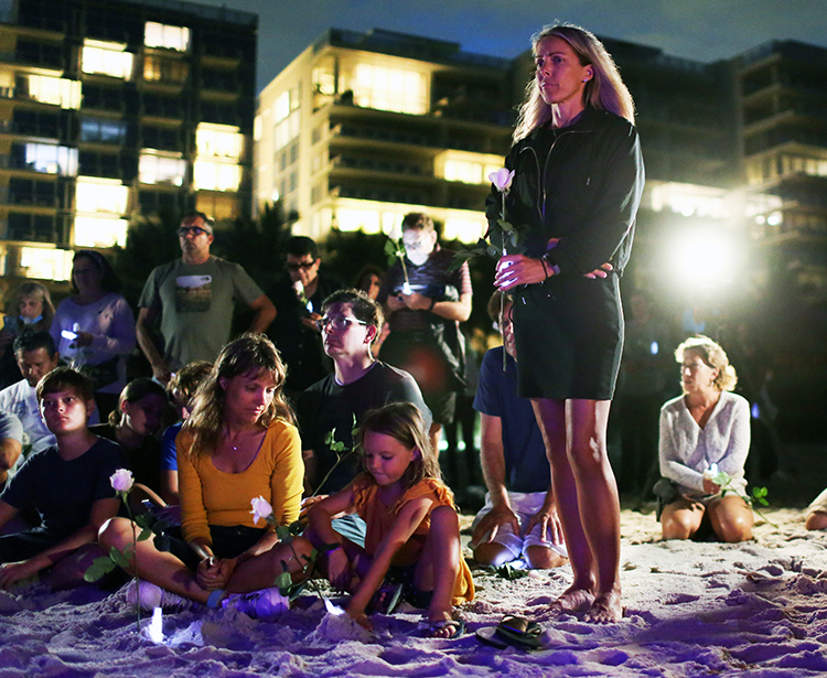 """June 28 vigil for residents of Champlain Towers in Surfside, Florida, after building collapsed. """"Serious degradation of the building's structure was found three years ago,"""" said Anthony Dutrow, inset, Socialist Workers Party candidate for Miami mayor. """"Owners were urged to get it fixed. This was never done."""""""