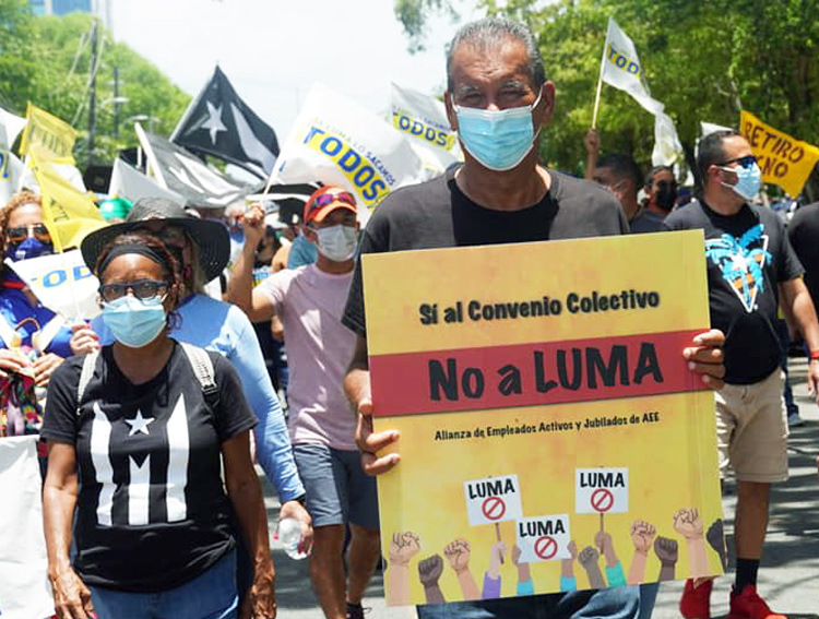 """May 18 protest in San Juan by electrical workers against state privatizing management of public electric company to Luma bosses. Sign says, """"Yes to a collective contract! No to Luma!"""""""