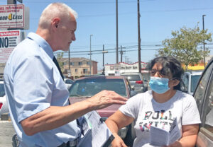 Dennis Richter, Socialist Workers Party candidate for California governor, talks to Stella Useda while campaigning at Food4Less parking lot in Los Angeles July 5. Useda signed SWP petition.